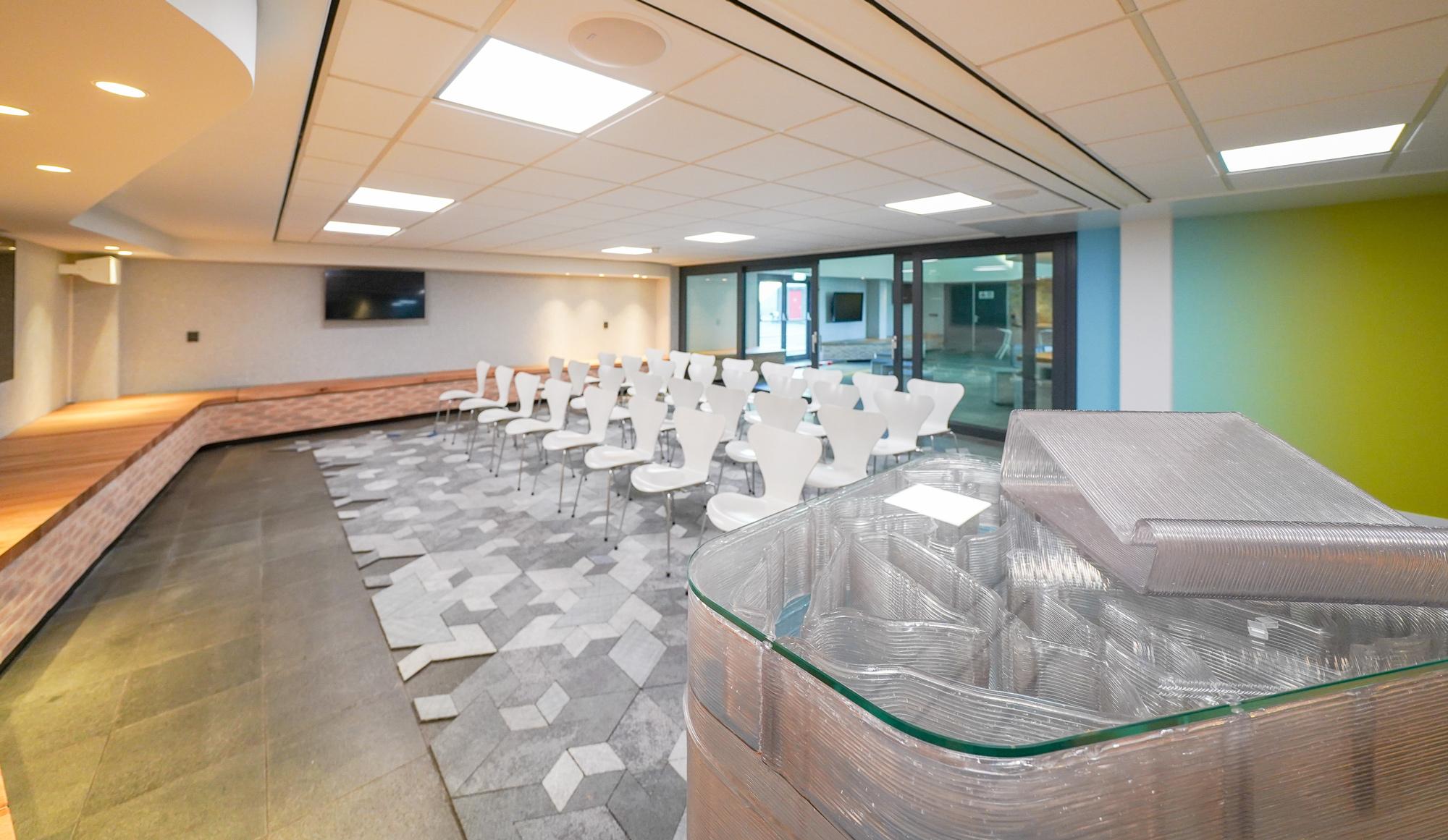 presentatie_zaal_auditorium_recycle_tapijt_architect