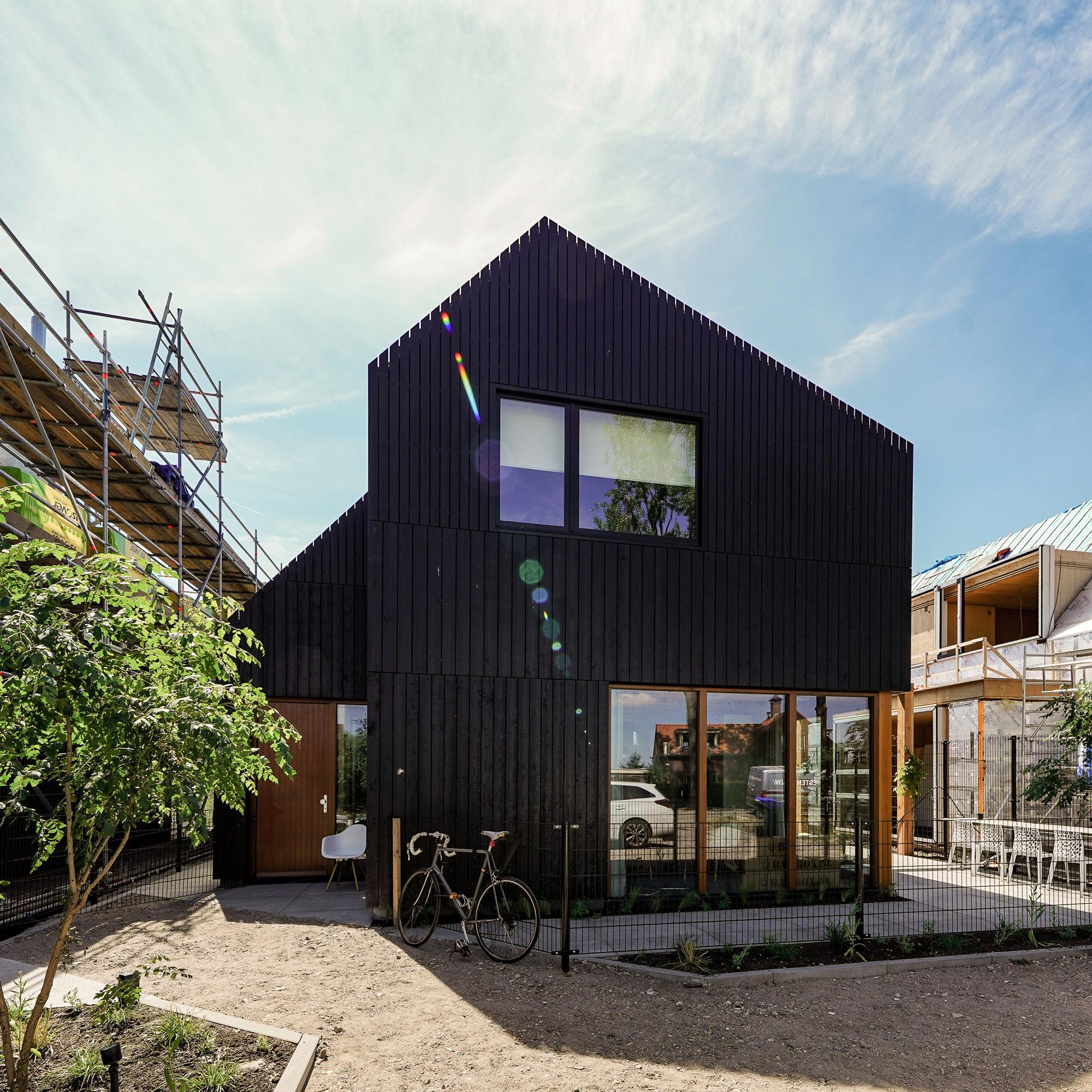 architectuur-houten-gevel-zwart